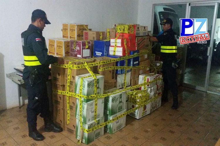 Decomisan más de tres mil unidades de licor en camión con doble forro en Buenos Aires de Puntarenas.