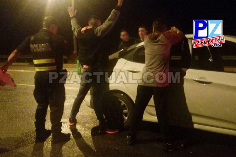 Fuerza Pública detiene en Parrita a sujetos que llevaban en un carro armas y pasamontañas.