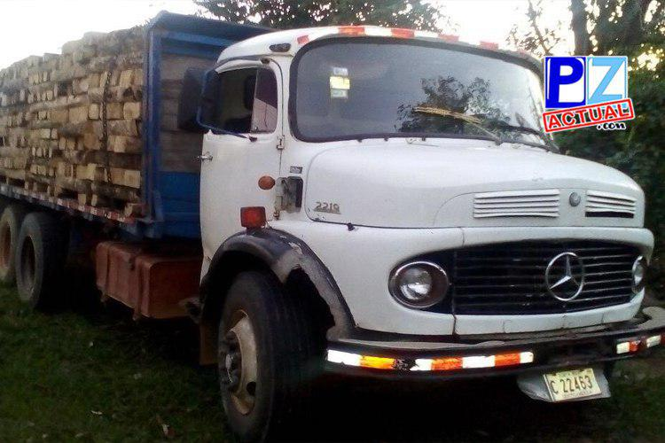 Fuerza Pública y MINAE decomisan en Buenos Aires de Puntarenas madera talada ilegalmente.