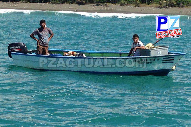 Guardacostas rescatan a pescadores que naufragaron en Golfito.