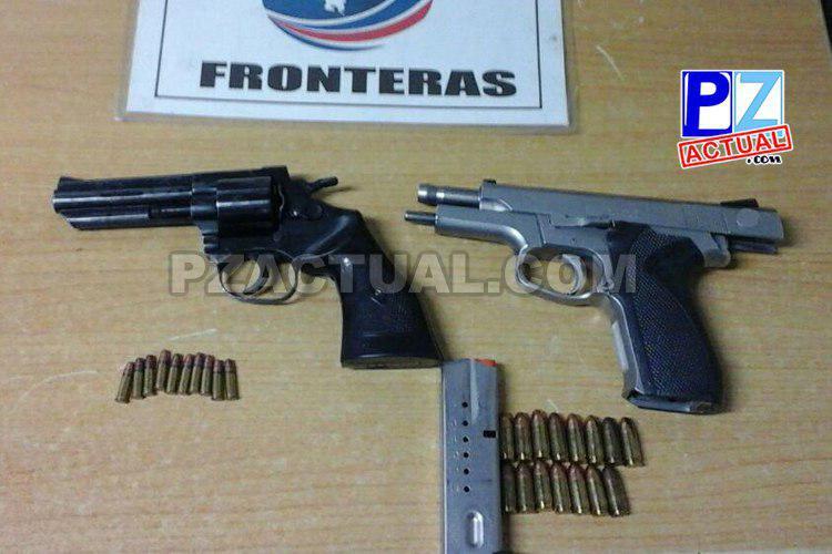 Policía de Fronteras localiza armas de fuego escondidas  en recónditos lugares de vehículos.