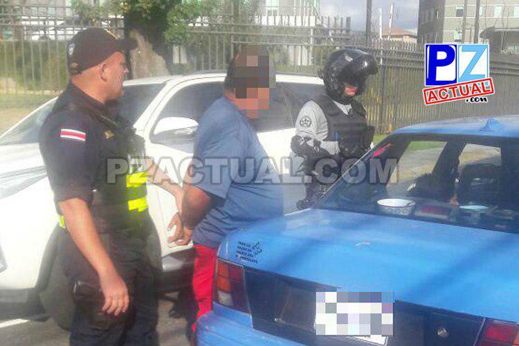 Policías detienen a banda que aparentemente robo mercadería en supermercado de Quepos.
