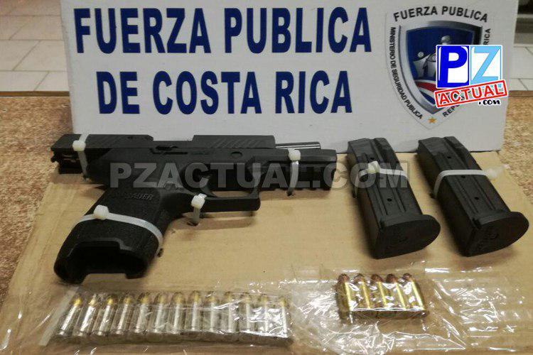 Policías detienen a extranjero que en apariencia disparó contra un taxi en Garabito.