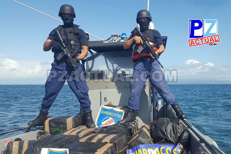Guardacostas hallan 24 pacas de aparente cocaína cerca del Golfo Dulce.