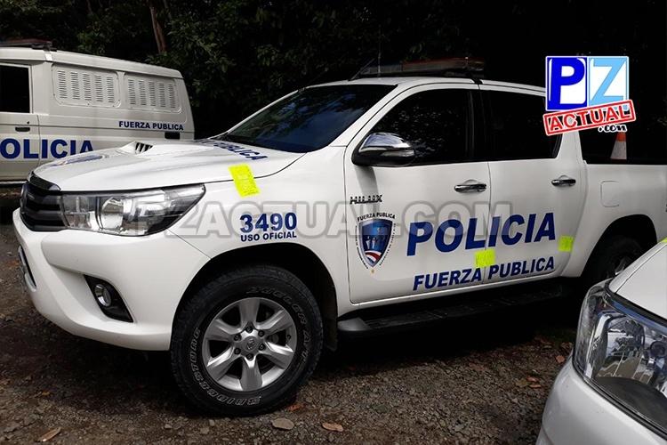 Fuerza Pública detuvo en Barú a oficiales que transportaban licor en patrullas.