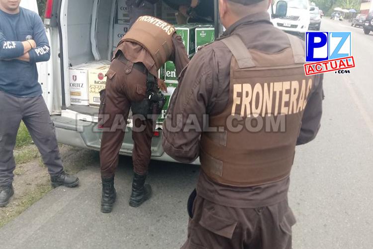 Policía de Fronteras  detuvo en Zona Sur una microbús con cuantioso contrabando de licores.