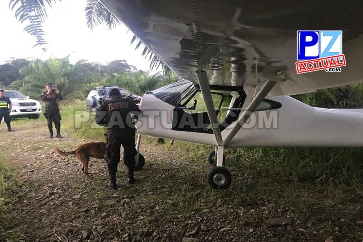 Canes policiales revisaron ultraligero hallado en Corredores de Puntarenas.