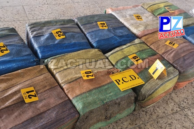 Autoridades interceptan embarcación con una tonelada de cocaína a 67 kilómetros en Puerto de Golfito.