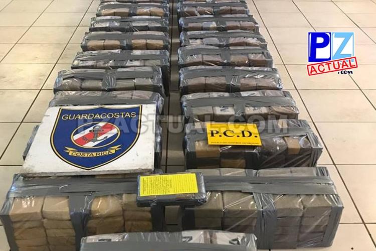 Guardacostas intercepta embarcación con importante cargamento de aparente droga a 81 KM de Quepos.