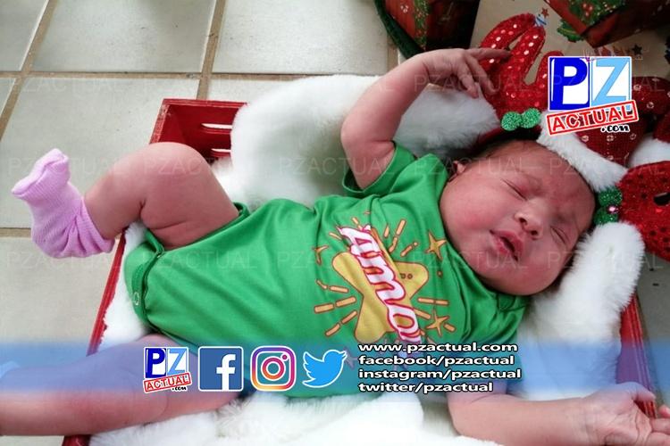 Hospital de Quepos entrega a  bebés recién nacidos vestidos con mamelucos navideños.