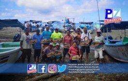 Pescadores y conservacionistas reciben equipos por parte del INDER.